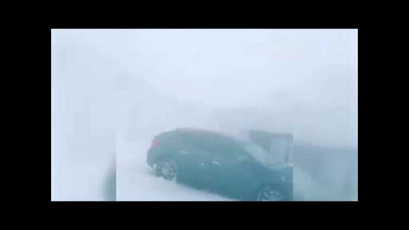 Норильск. Всего за полчаса температура опустилась с -1 до -18 градусов. Шквальный ветер