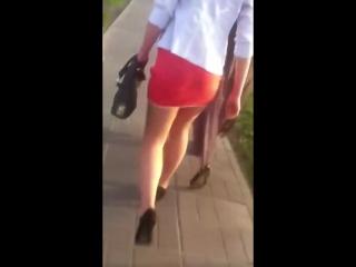 девушка в мини юбке(hot girls)