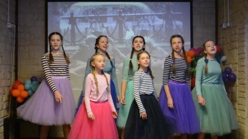 Настя, Варя, Марьяна, Диана, Катя, Даша и Влада в М клубе с песней Радуга