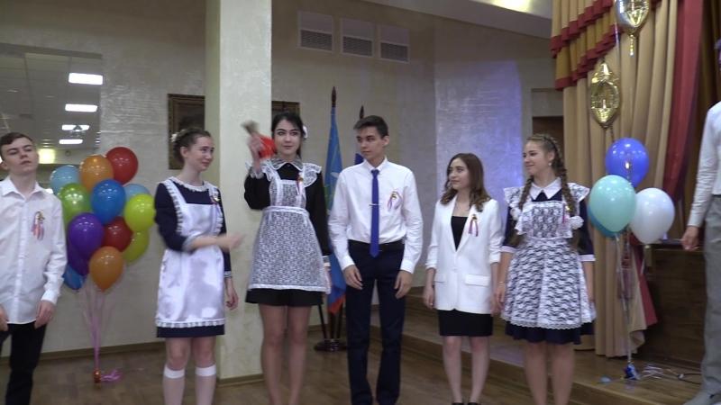 Красногорск, 11 -я школа. Глава г.о.Красногорск Радий Хабиров на последнем звонке