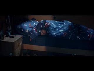 История о дружбе между маленьким мальчиком и монстром, живущим у него под кроват