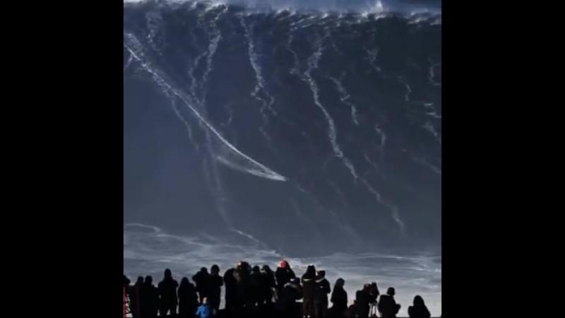 Поймал огромную волну