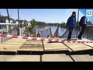 Мост рушится под ногами в Вологде