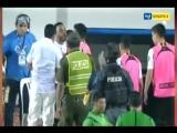 В Боливии футболист устроил потасовку с тренером после замены