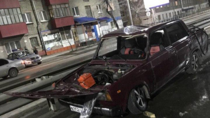 Предположительно пьяный водитель ВАЗа перевернулся ночью на улице Пушкина в Томске