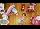 Лиза как мама Baby Born и Лиза играют в прятки. Лиза укладывает кукол спать.