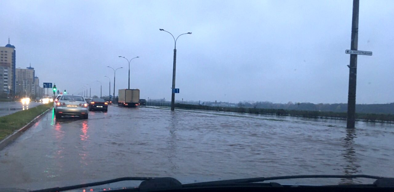 Раскинулось море... На Ковалёво - прорыв магистрального водопровода
