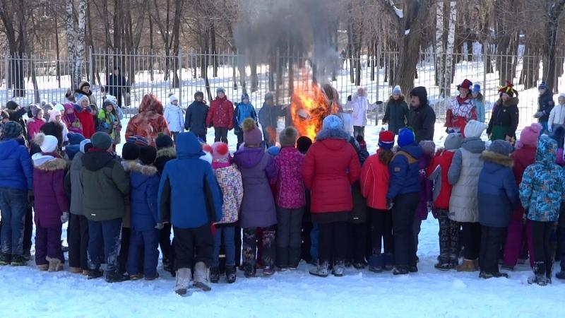 Деточки сжигают масленицу