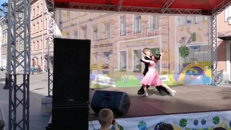 Книжные алл_ 2018_Слава и Катя