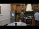Ребята с Хойников проживают в гостевом доме Камелия готовят ужин