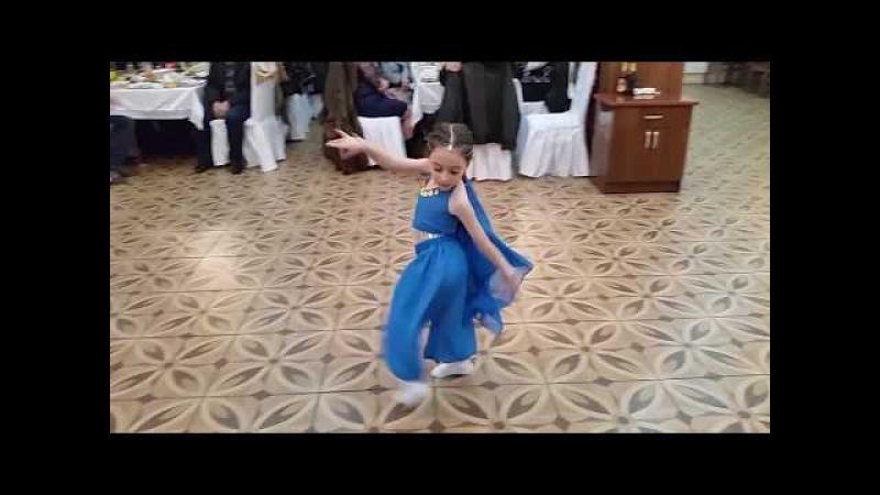Маленькая девочка-армянка Аревик -5 лет - ОЧЕНЬ красиво танцует !БРАВО !