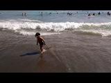 Крым, Судак, Новый Свет, на царском пляже тишина, в зеленой бухте большие волны. 13 ...