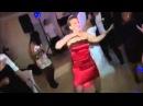 Пьяная девушка смешно танцует Прикол!