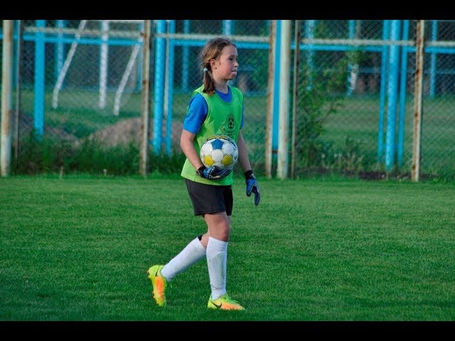 19/11/12. Ladies Football. FC Minsk Girls U-13 - Boys U-11 (1st squad) 2-4