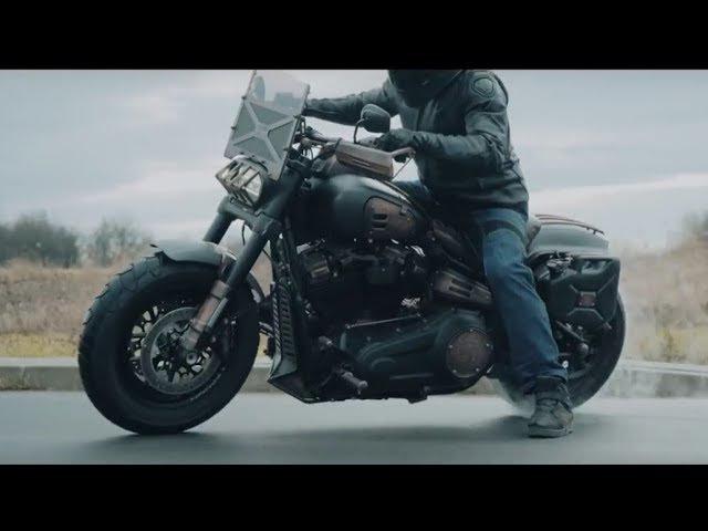 FAT MAX - Custom Harley-Davidson Fat Bob 2018 vs Police Harley