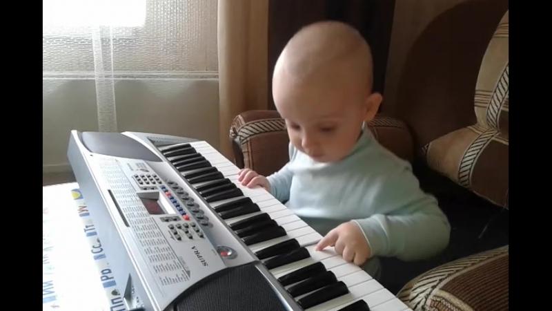 Юный музыкант )