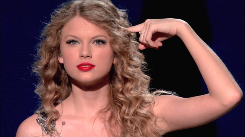 Taylor Swift - Tell Me Why (Live on Fearless Tour 2010)