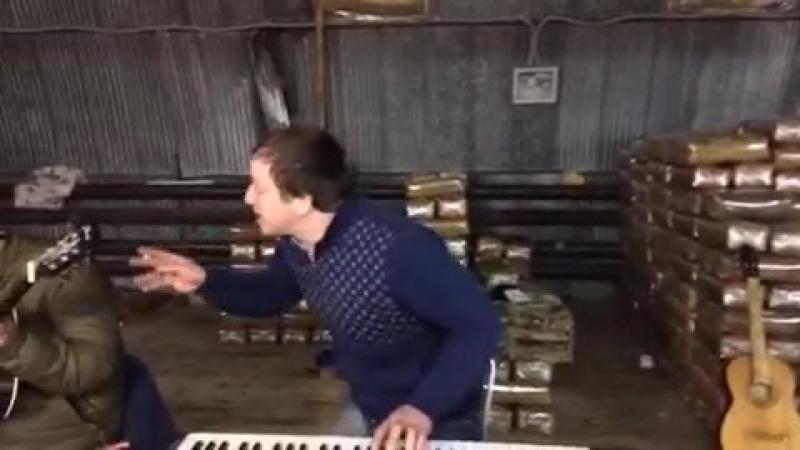 Поет на даргинском.mp4