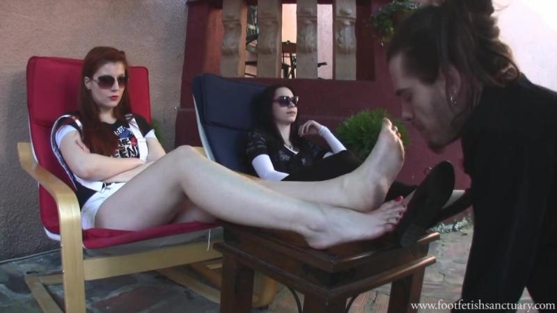 Goddess Victoria Eerika Femdom Foot fetish Фут-фетиш раб лижет грязные ноги slave licking dirty feet