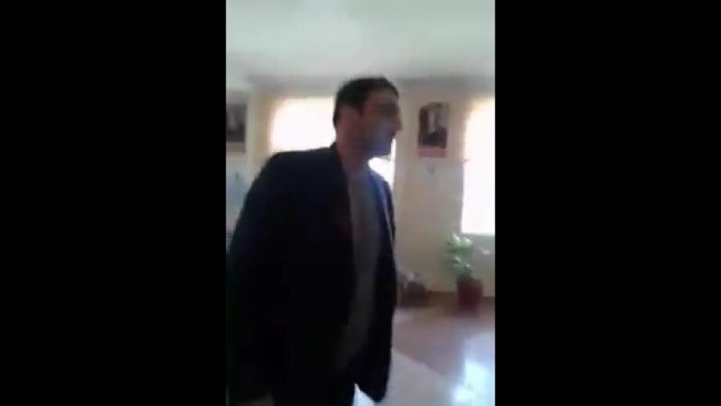 В Дагестане на избирательном участке чиновник ударил журналиста