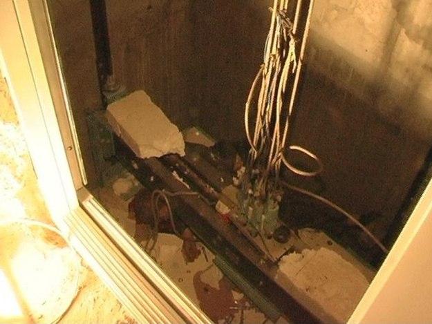 В Симферополе из-за неисправного лифта погибла женщина с младенцем