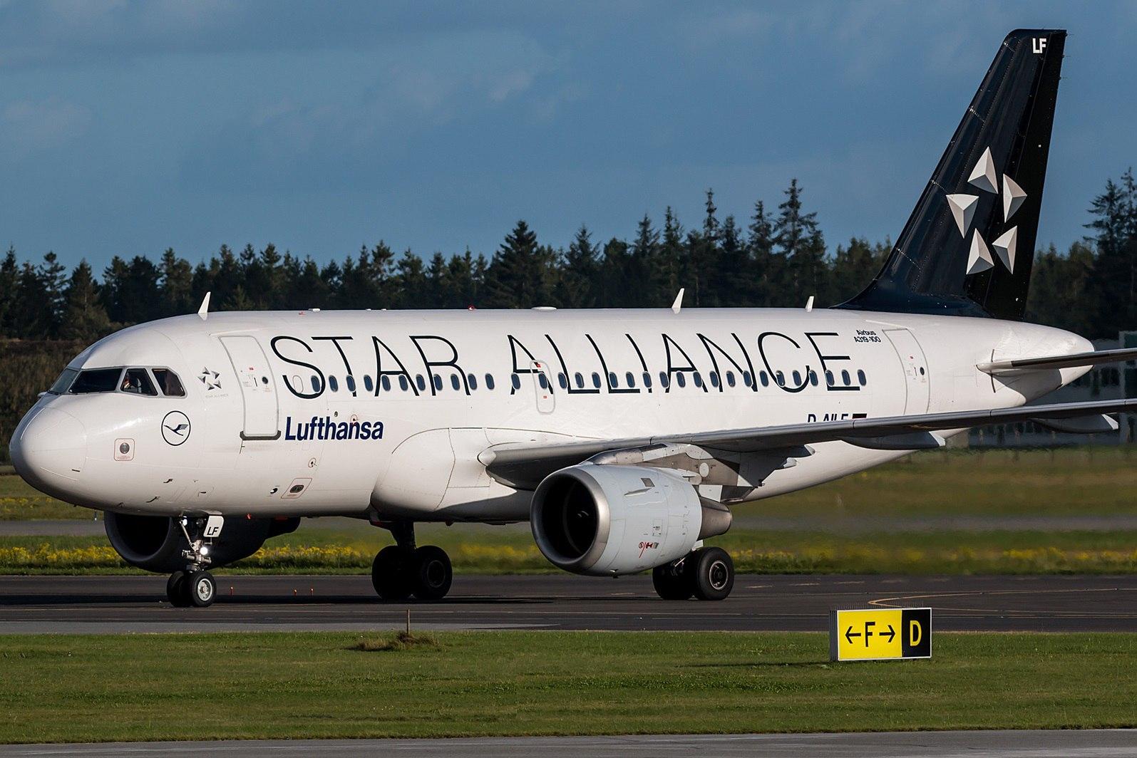 Лайнер Lufthansa в ливрее Star Alliance