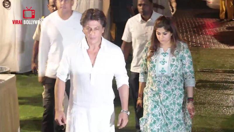 Emotional Shahrukh khan At Kundan Shahs Prayer Meet ¦ Emotional SRK