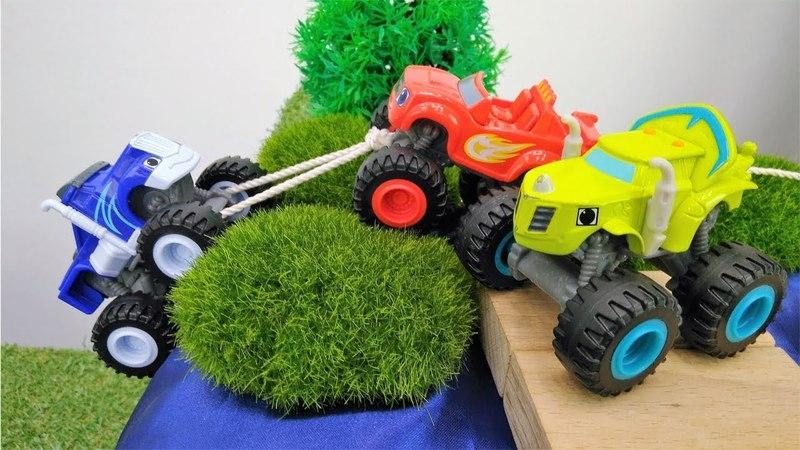 La course de Monster machines. Vidéo de voitures pour enfants