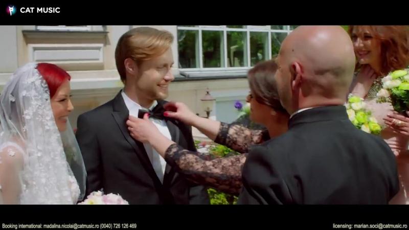 Elena_feat._Glance_-_Mamma_mia_(Hes_italiano)_Official_Video