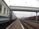 Электровоз ВЛ82М-088 с пассажирским поездом №016 Рахов-Харьков отправляется со станции Полтава-Киевская