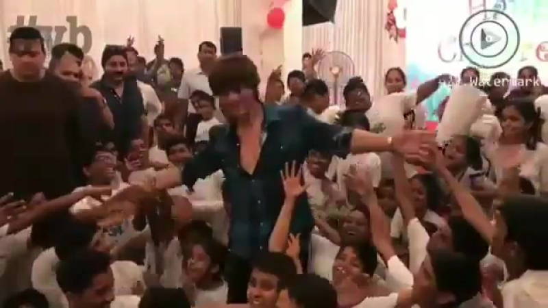 Shah Rukh Khan at Childrens Day with a NGO in Mumbai 12