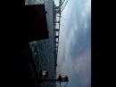 проезжает строющийся Крымски мост делящие море Черное и Азовское море