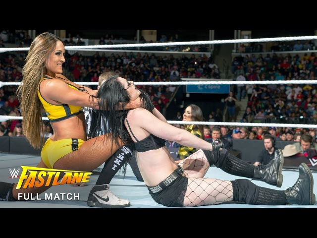 Никки Белла (с) против Пейдж за титул див на WWE Fastlane 2015
