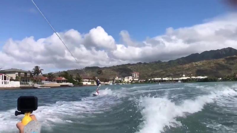ウェイクボードinハワイ__ほんとに普通に滑るのとスイッチしかできないんでワンウェイキーぐらいは飛びたいんで誰か経験者行きましょ…_surfer__ocean_(最後失敗) http ( MQ )