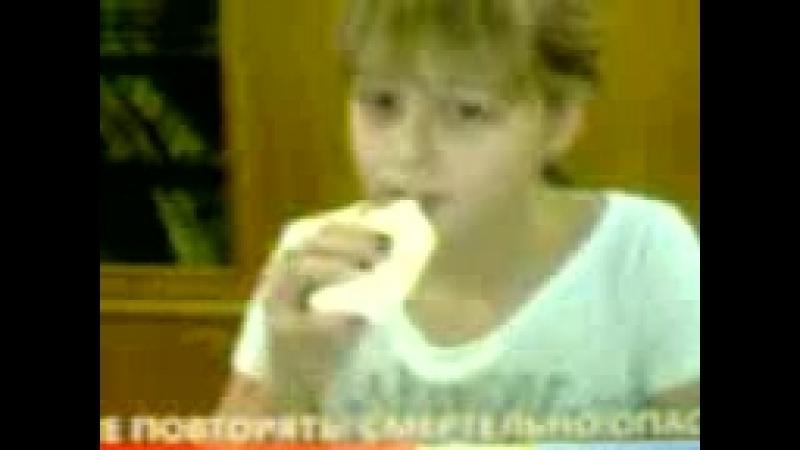 Регина пьёт клей ПВА и ест мыло