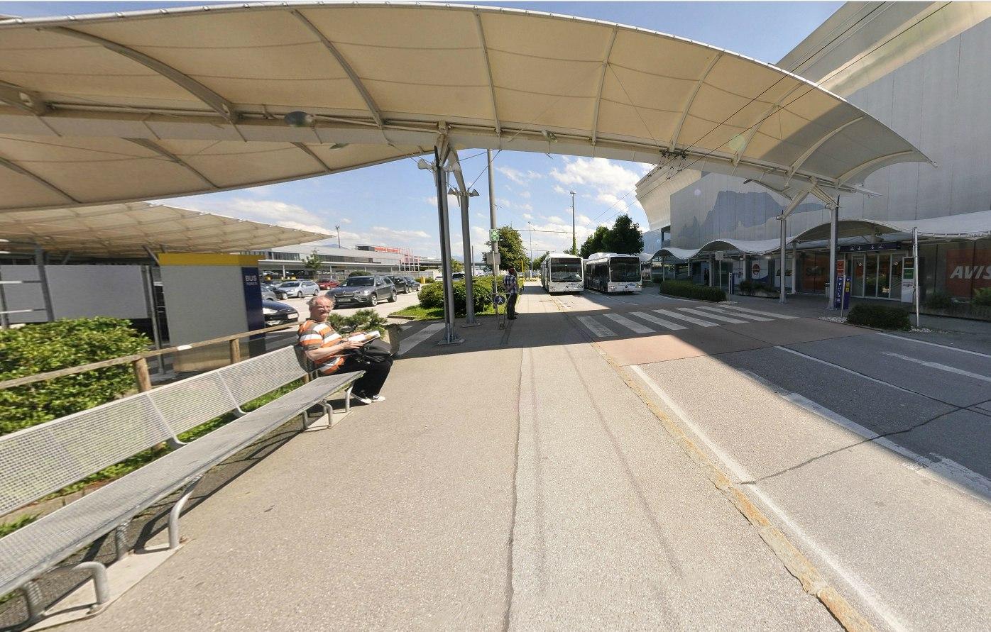 Остановка междугородних автобусов в аэропорту Зальцбурга