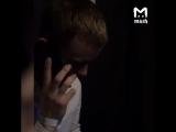 И смех и грех) обдолбанный парень звонит по телефону)