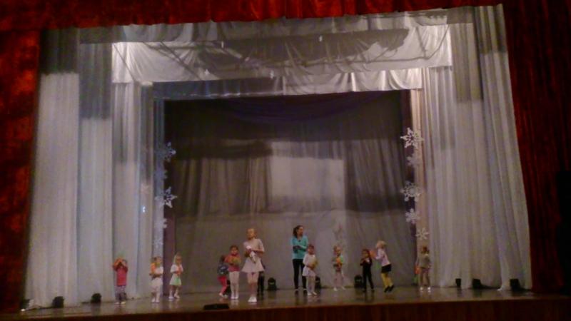 Репетиция на сцене у Алины. Танцуем.
