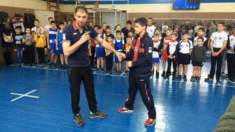 Депутат Госдумы, чемпион мира по версии WBO в среднем весе Дмитрий Пирог проводит мастер-класс