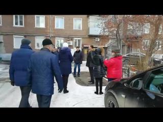 Запись онлайна: комиссия принимает двор на М.Горького, 21