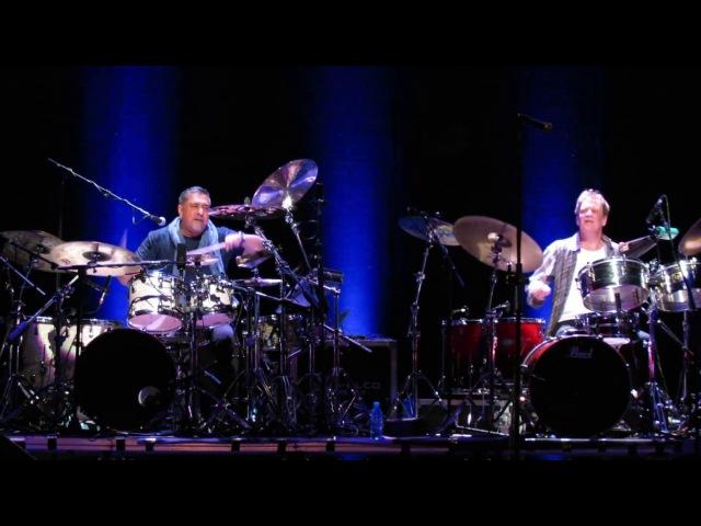 Konnakol (Drum solo/battle Ranjit Barot vs. Gary Husband) - John McLaughlin The 4th Dimension