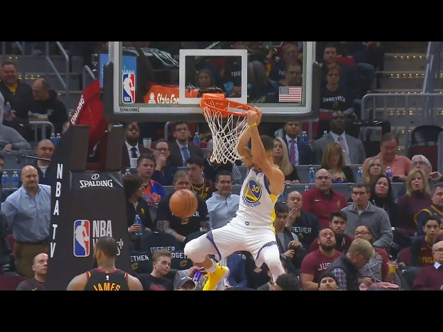 Stephen Curry DUNKS AND KEVIN DURANT CAN'T BELIEVE IT