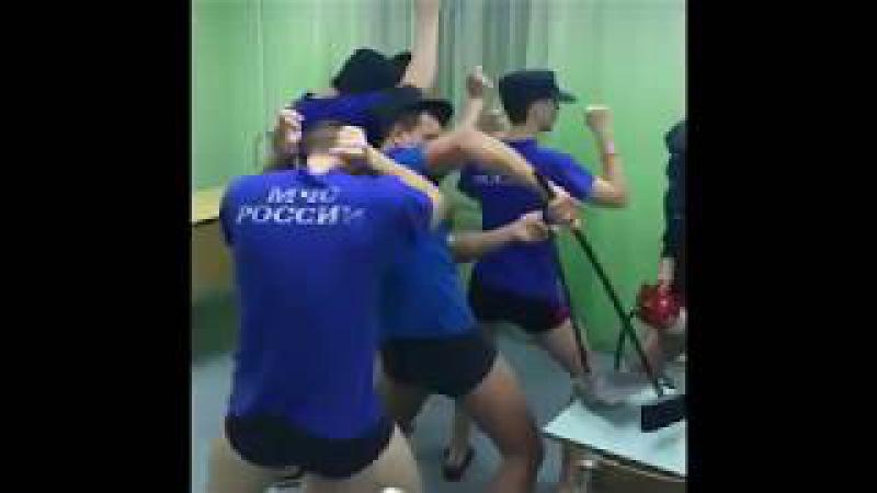 Сотрудники МЧС поддержали курсантов летного училища своим клипом