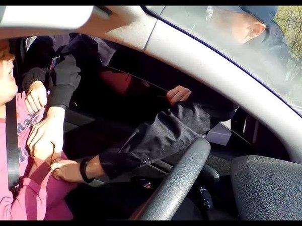 ЖЕСТЬ!Поліція Вінниці проникла в авто та побила людину за звуковий сигнал!(повне відео)