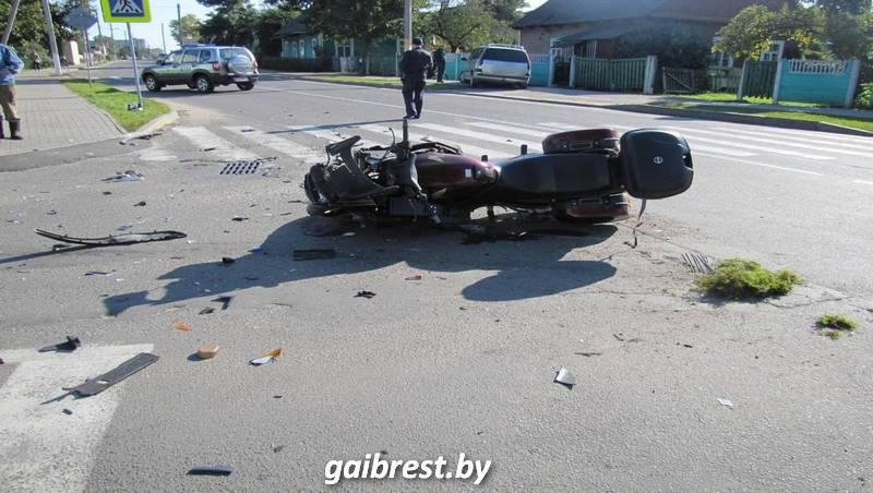 В Пружанах при столкновении с автомобилем пострадал мотоциклист