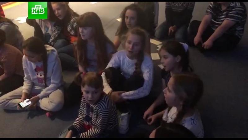 Жизнь на базе ТыСупер: участники поют песню Кукушка