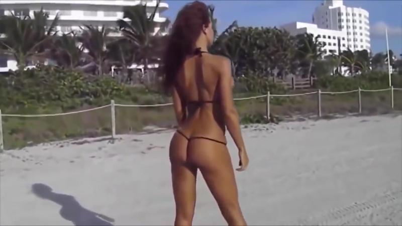 30 милые сексуальные полу голые девушки в купальниках на пляже красотки