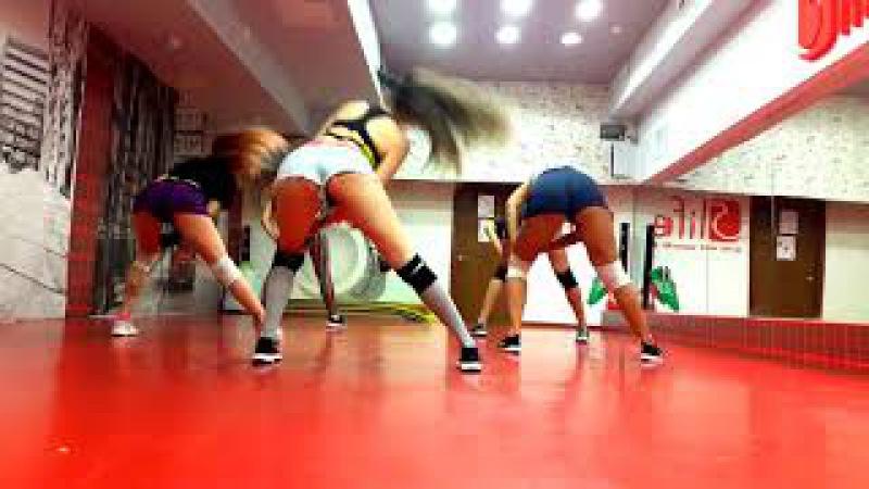 Macarena_Booty Dance_Lena Svoboda_5Life