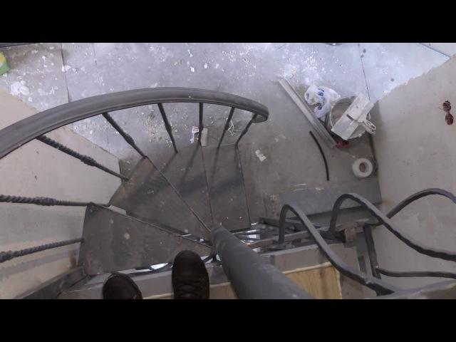 Кованая винтовая лестница с балконом