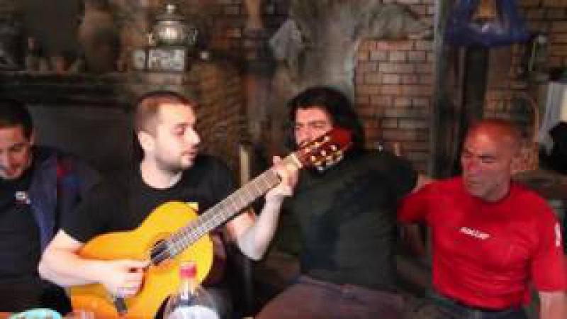 Грузины поют всеми забытую песню / Для меня нет тебя прекрасней / не умирай любовь